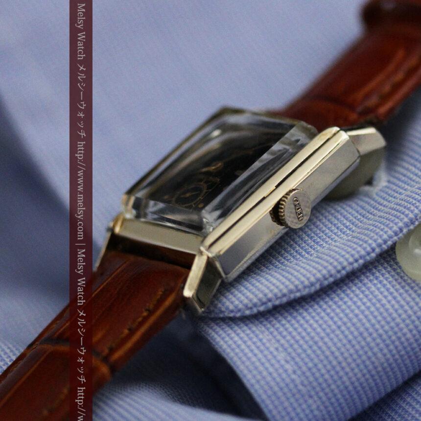 グリュエンの少し小さめの黒文字盤のアンティーク腕時計-W1459-10