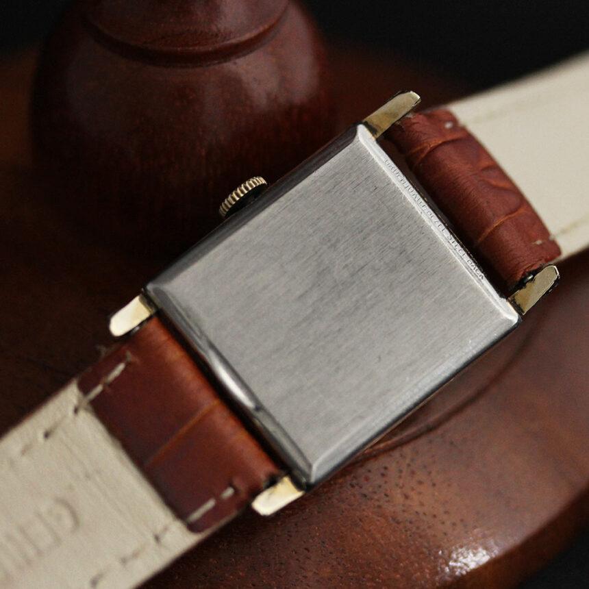 グリュエンの少し小さめの黒文字盤のアンティーク腕時計-W1459-14