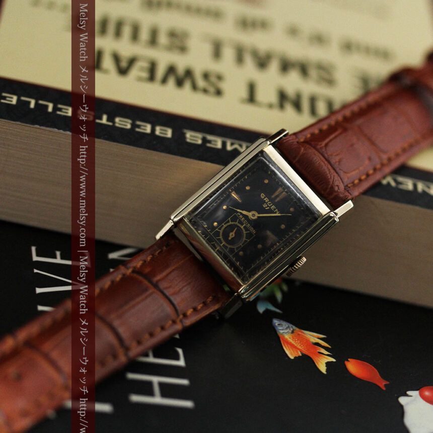 グリュエンの少し小さめの黒文字盤のアンティーク腕時計-W1459-4