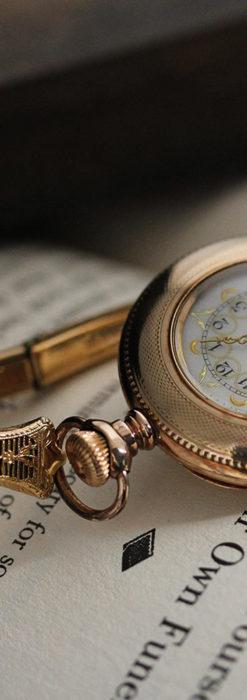 ウォルサムの金彩模様と細工バンドのアンティーク腕時計 【1898年製】-W1467-1