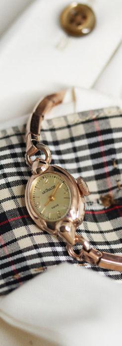 ジャガールクルトのローズ色の女性用アンティーク腕時計 【1940年頃】-W1473-3
