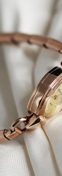 ジャガールクルトのローズ色の女性用アンティーク腕時計 【1940年頃】-W1473-8