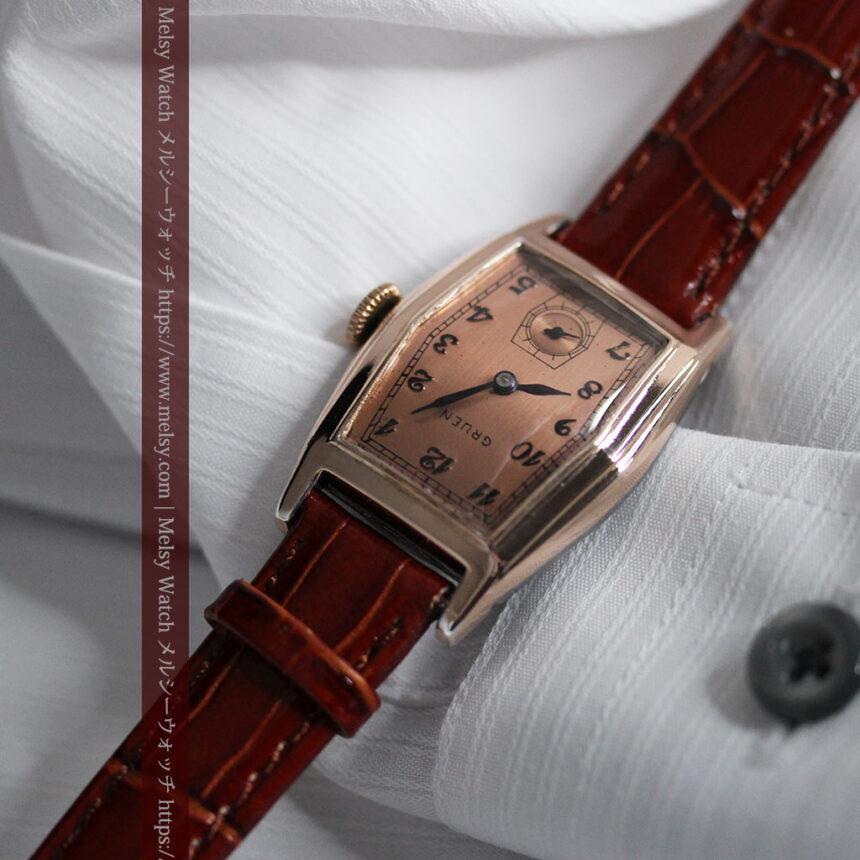 グリュエン 縦長六角形のアンティーク腕時計 ローズ色 【1950年頃】-W1482-3