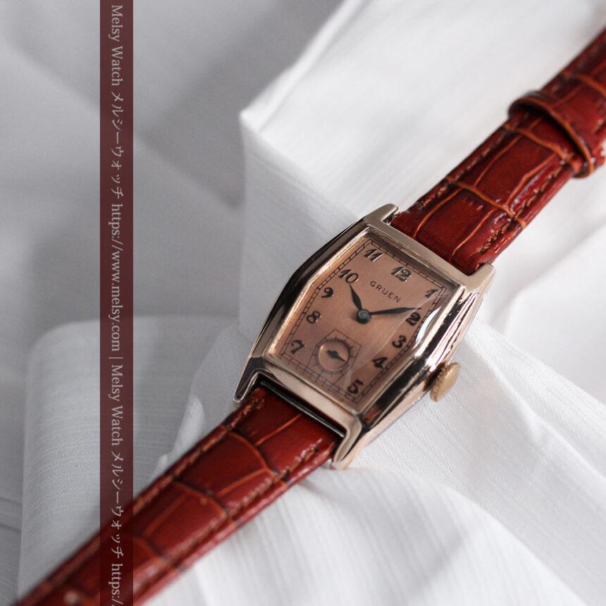 グリュエン 縦長六角形のアンティーク腕時計 ローズ色 【1950年頃】-W1482-6