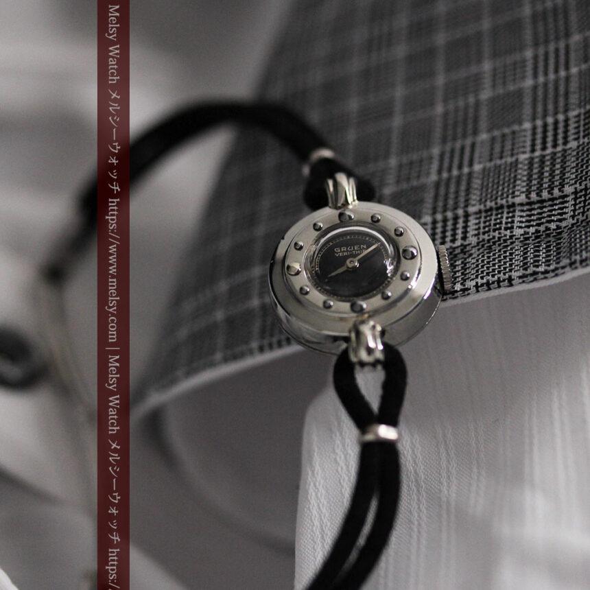 グリュエン 黒文字盤と鋲の個性的な女性用アンティーク腕時計 【1950年頃】-W1492-1