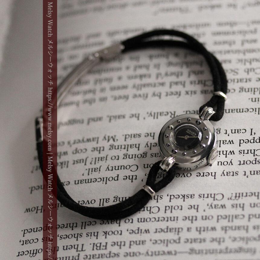 グリュエン 黒文字盤と鋲の個性的な女性用アンティーク腕時計 【1950年頃】-W1492-10