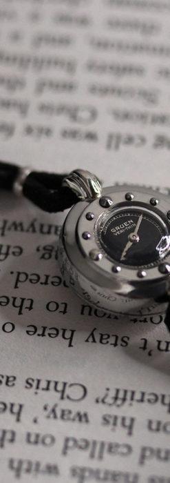 グリュエン 黒文字盤と鋲の個性的な女性用アンティーク腕時計 【1950年頃】-W1492-12