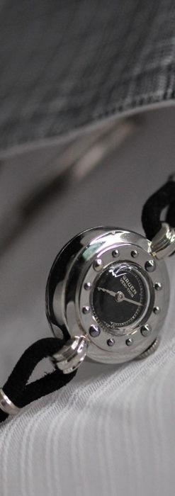 グリュエン 黒文字盤と鋲の個性的な女性用アンティーク腕時計 【1950年頃】-W1492-6