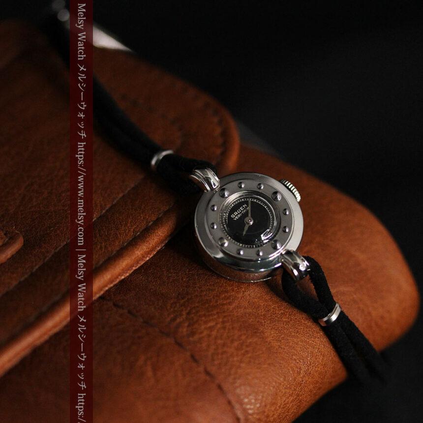 グリュエン 黒文字盤と鋲の個性的な女性用アンティーク腕時計 【1950年頃】-W1492-8