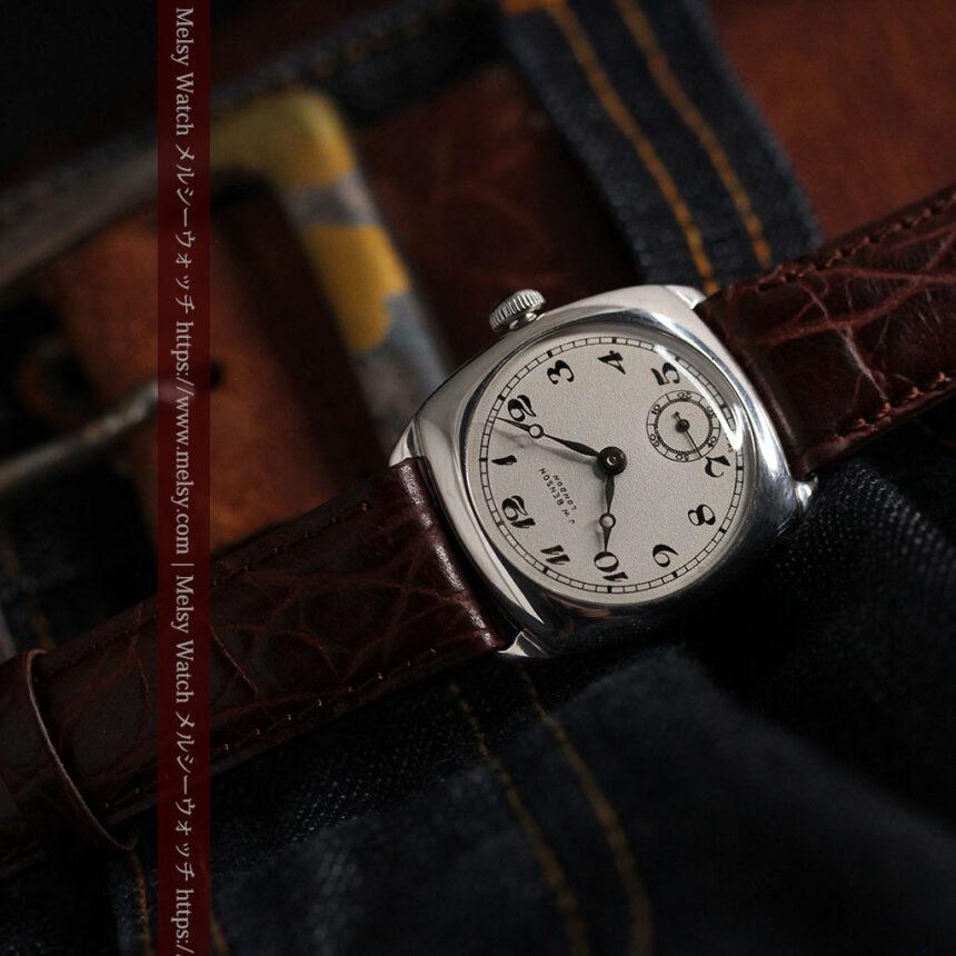 英国ベンソン 上品な騎士の彫りと銀無垢アンティーク腕時計 【1937年頃】-W1498-18