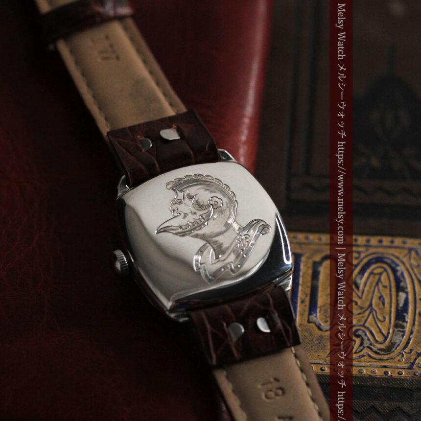 英国ベンソン 上品な騎士の彫りと銀無垢アンティーク腕時計 【1937年頃】-W1498-4