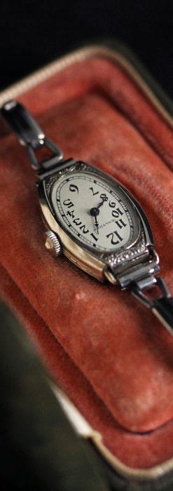 ウォルサムの上品な楕円形の女性用アンティーク腕時計 【1931年製】箱付き-W1507-17