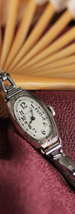 ウォルサムの上品な楕円形の女性用アンティーク腕時計 【1931年製】箱付き-W1507-2