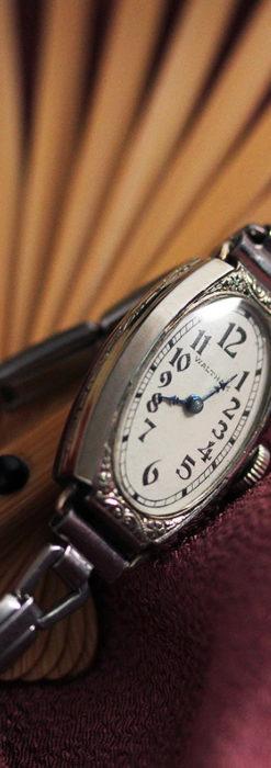 ウォルサムの上品な楕円形の女性用アンティーク腕時計 【1931年製】箱付き-W1507-7