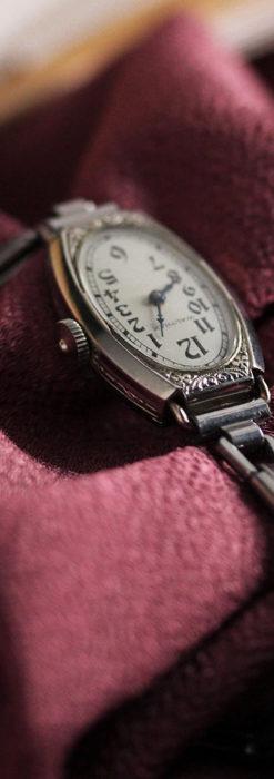 ウォルサムの上品な楕円形の女性用アンティーク腕時計 【1931年製】箱付き-W1507-8