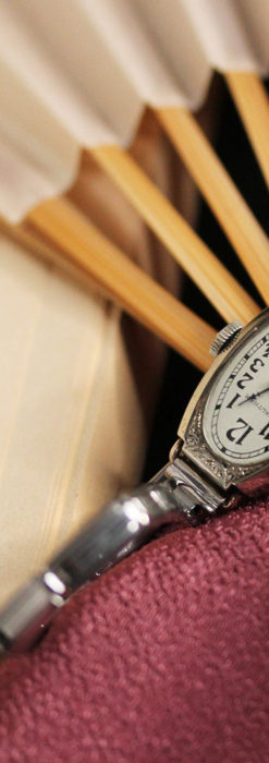 ウォルサムの上品な楕円形の女性用アンティーク腕時計 【1931年製】箱付き-W1507-9