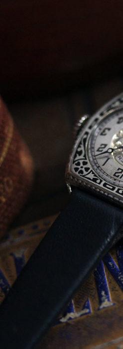 グリュエン 彫りとエナメル装飾の美しい女性用アンティーク腕時計 【1920年頃】-W1511-2