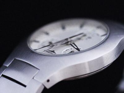 年代の新しい時計の風防