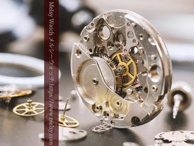 時計の機械と部品