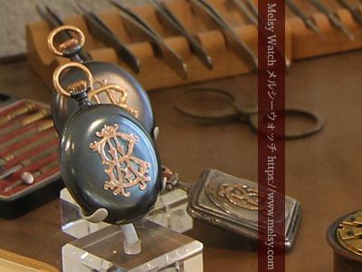 イニシャル装飾の懐中時計ケース
