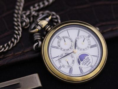 アルバの懐中時計