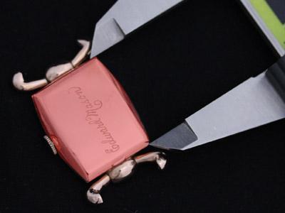 特殊な形の腕時計本体の縦の長さの計測