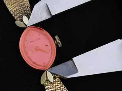 女性用腕時計本体の縦の長さの計測