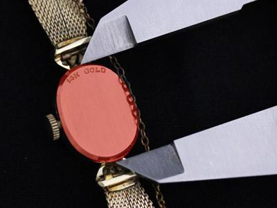 女性用腕時計本体の縦の長さの計測(裏側から)