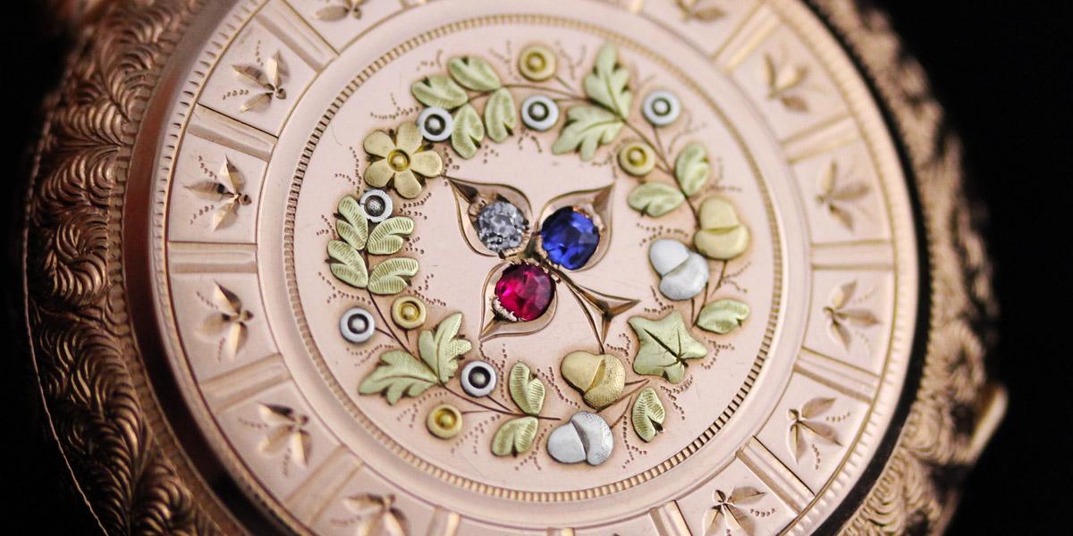 ケースの美しい懐中時計