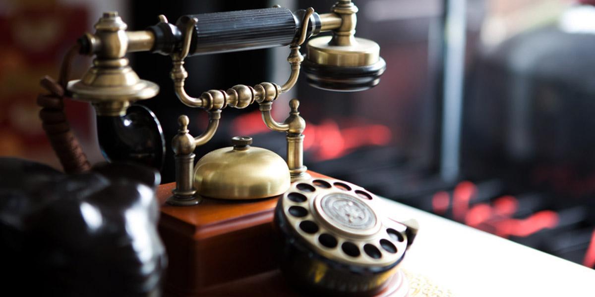 古い昔の電話