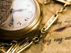 傷みのある古い懐中時計