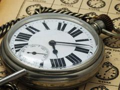 古い大型の懐中時計