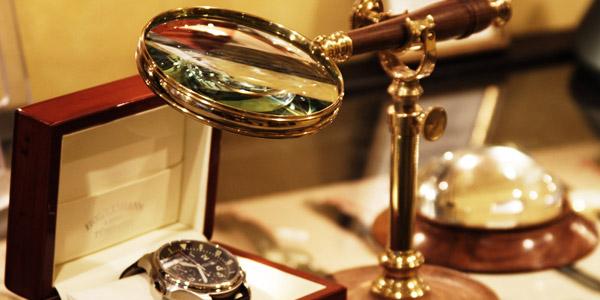 時計と虫眼鏡