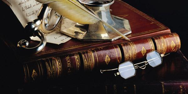 古い本と書斎道具