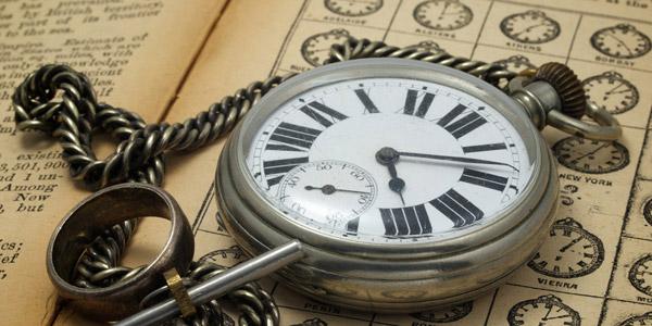 大型の懐中時計