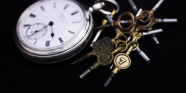 鍵巻き式懐中時計と鍵巻き