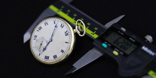 懐中時計とノギス