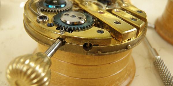 古い時計のムーブメント