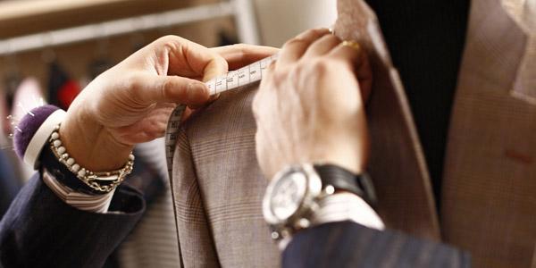 服の寸法を測る