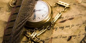 使用感のある懐中時計とチェーン