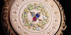 宝石の鏤められた豪華な懐中時計