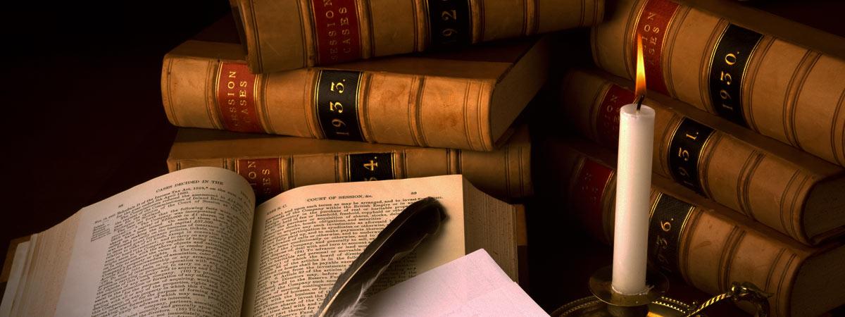 古い書物のある書斎